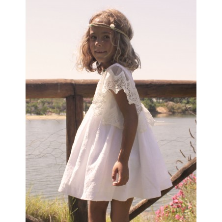 Vestido plumetti blanco con mangas de tul