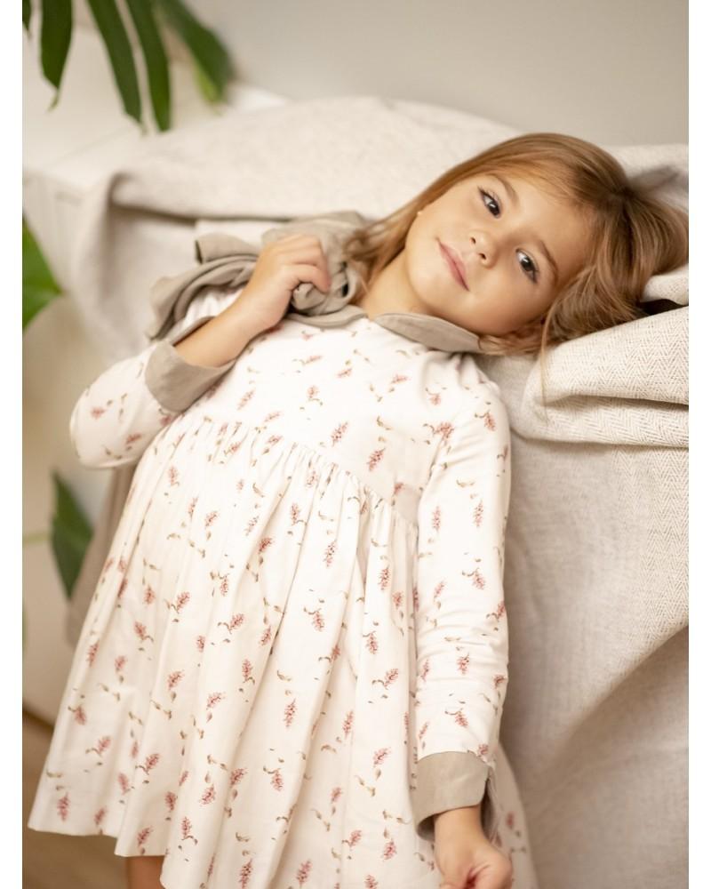 Vestido Maria flor rosa cuellos y puños