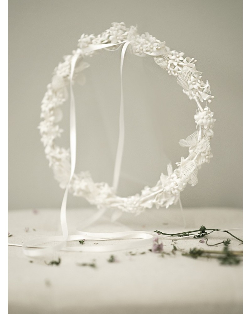 C.11.Corona flor blanco tul