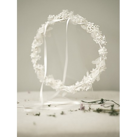 Corona flor blanco tul